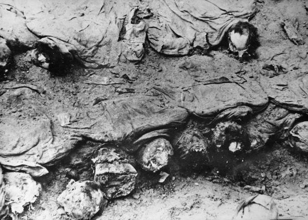 Ofițeri-polonezi-exhumați-la-3-ani-dupǎ-masacru-1943-